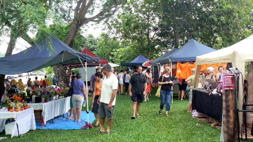 Cristmas craft stalls under the trees at the tactileARTS centre in the Darwin museum grounds